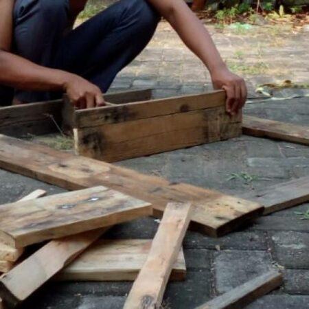 Proses Pembuatan Rak Dinding Tempel - Gedangan Kediri, eMBe UMKM, UMKM GKJW.org