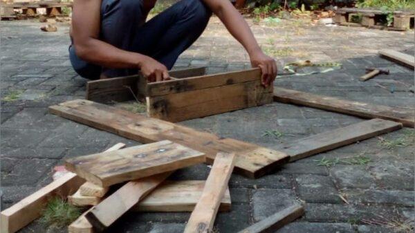 Proses Pembuatan Rak Dinding Tempel - Gedangan Kediri, eMBe UMKM, GKJW