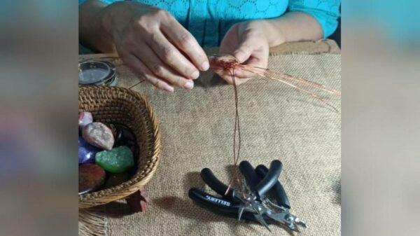 Proses Pembuatan Bros/Liontin Kamila - Ira Batik&Craft - Waru, eMBe UMKM, Gerakan Warga GKJW.org