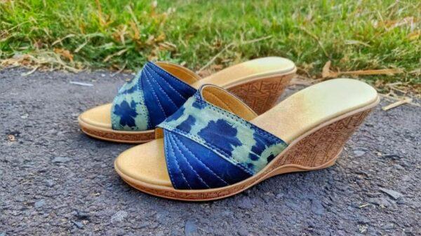 Sepatu Shibori Indigo Kombinasi Enceng Gondok - Sabda Batik - Jombang, eMBe UMKM, Gerakan Warga GKJW.org