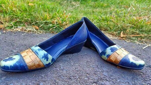 Sepatu Shibori Indigo Kombinasi Enceng Gondok - Sabda Batik - Jombang, eMBe UMKM, Gerakan Warga GKJW