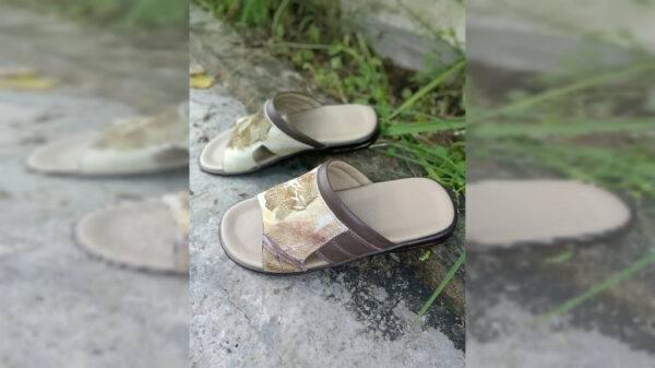 Sandal Ecoprint Pria - Sabda Batik - Jombang, eMBe UMKM, UMKM GKJW